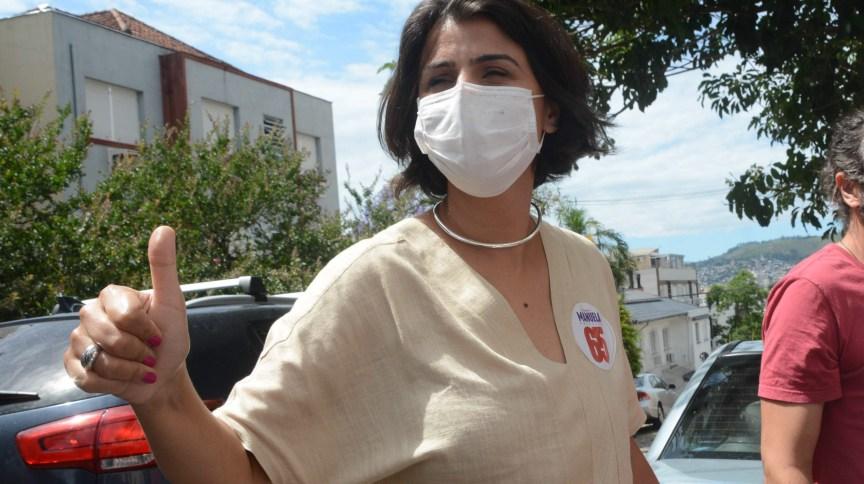 Manuela d'Ávila vota em Porto Alegre