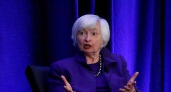 """Yellen disse nesta terça-feira (6) aos líderes do FMI e do Banco Mundial que o governo Biden decidiu """"agir grande"""" na resposta à Covid-19"""