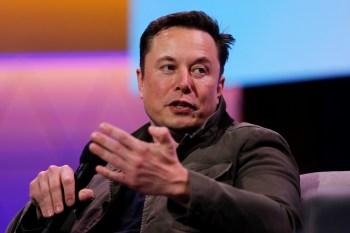 Segundo o site da Tesla, o Model S Plaid pode ir de zero a 100 quilômetros por hora em 1,99 segundo e tem uma velocidade máxima de 320 quilômetros por hora