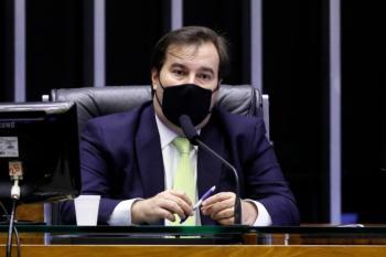 Ex-presidente da Câmara critica 'política paroquial' ter mais espaço do que projetos do próprio governo federal e defende que texto seja vetado por Bolsonaro