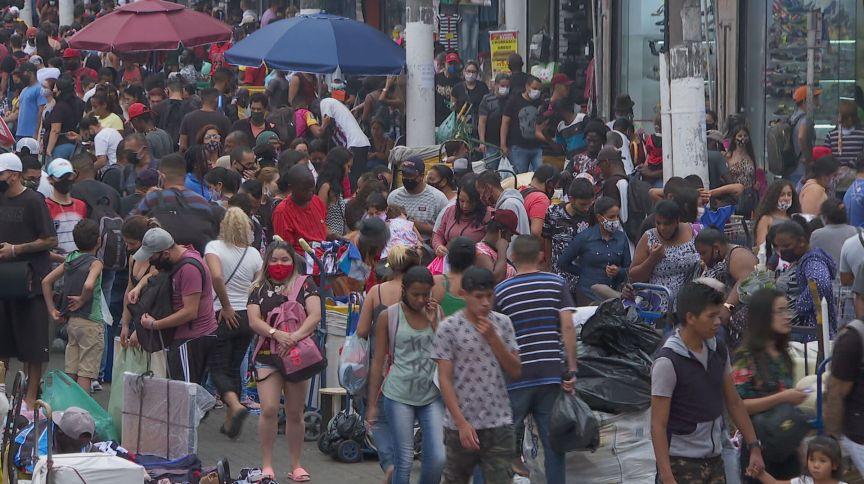 Primeiro fim de semana de dezembro registrou aglomerações em comércio popular de São Paulo