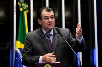 Para Eduardo Braga (MDB-AM), Brasil menos mortes se 'lideranças nacionais' tivessem apoiado distanciamento social e uso de máscaras