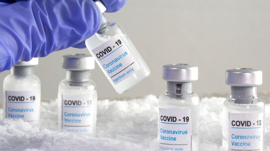 Ilustração com frascos de vacina contra Covid-19