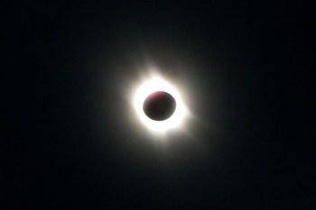 Saiba como acompanhar o eclipse solar visível em boa parte do Brasil e outros fenômenos esperados de dezembro
