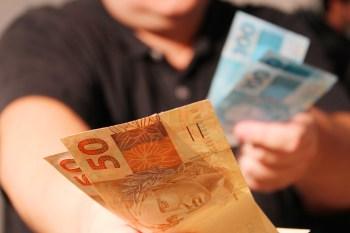 O governo usa o seguro-desemprego como base para calcular quanto pagará ao trabalhador com remuneração reduzida ou emprego suspenso