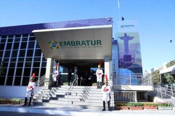 A demissão do ministro do Turismo, Marcelo Álvaro Antônio, nesta quarta-feira (9), provocou uma dança das cadeiras na Embratur