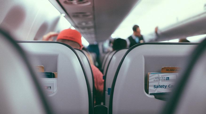 Cabines de avião são locais fechados e têm pouca circulação de ar