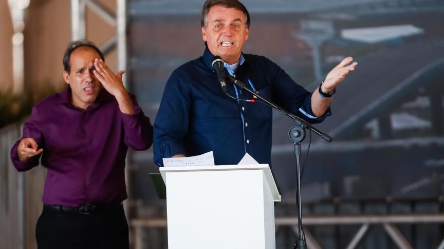 Bolsonaro faz discurso em Porto Alegre: para ele, privatização da Cedae trará muitos recursos para o Rio de Janeiro