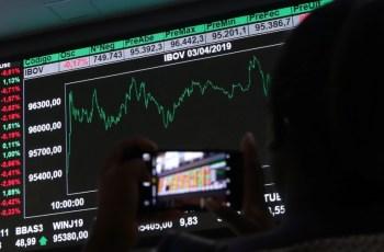 Moeda americana chegou ao maior valor desde o dia 15 de abril deste ano; bolsa encerrou nos 110 mil pontos