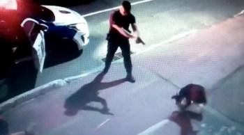 Prefeitura alega que disparo foi para separar briga entre dois cães. Guardas resgataram o animal e registraram boletim de ocorrência.