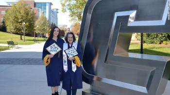 Ambas se matricularam com créditos universitários suficientes para tornar a formatura juntas uma possibilidade