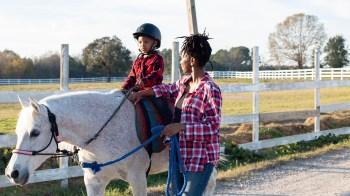 Caitlin Cooch criou projeto sem fins lucrativos para melhorar taxas de alfabetização de crianças da Carolina do Norte