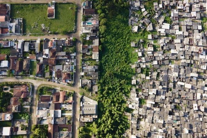 Imagem mostra a desigualdade na cidade do Guarujá, no litoral de São Paulo