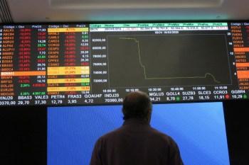 Ações ligadas a commodities e setor financeiro dominaram a carteira do CNN Brasil Business em um mês que deve ser desafiador para o mercado