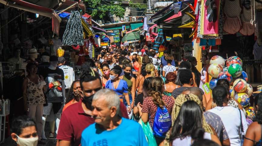 Movimento na região do Saara, no centro do Rio de Janeiro, em meio a pandemia da Covid-19