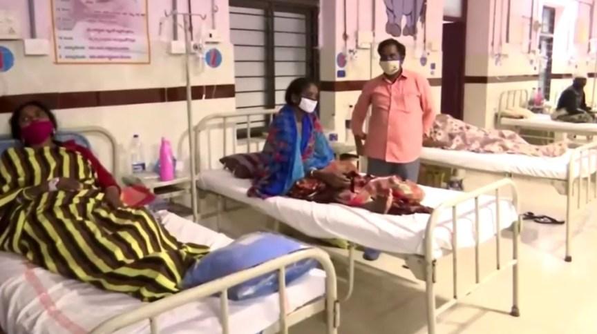 Pessoas infectadas na Índia procuram atendimento médico