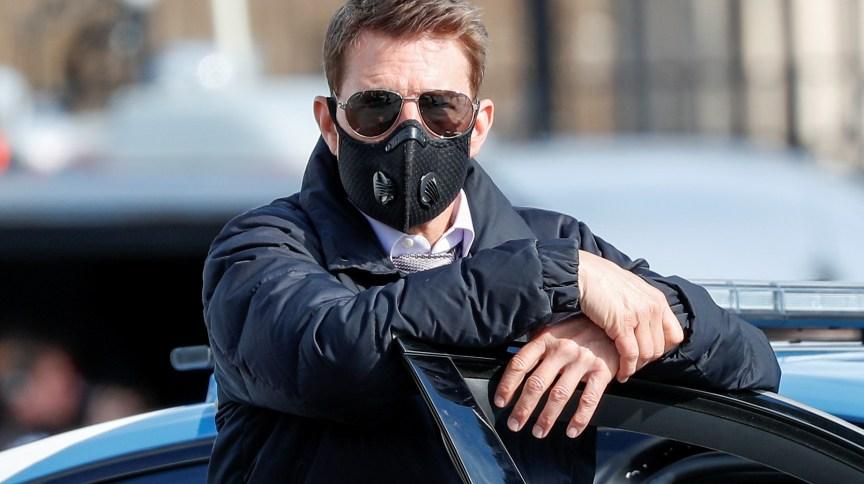 """Tom Cruise usa máscara durante gravação do sétimo filme da franquia """"Missão Impossível"""" em Roma"""