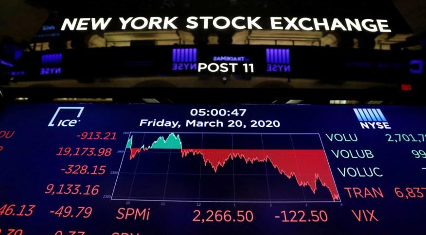 Telão mostra números da bolsa de Nova York