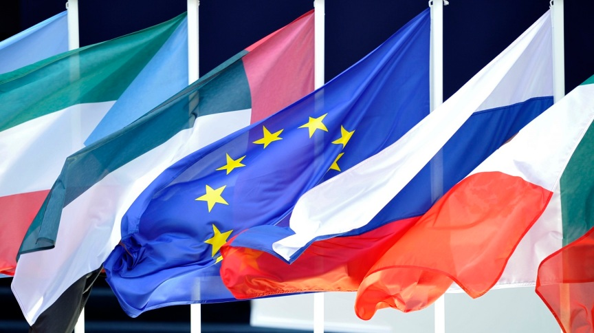Bandeiras dos países do G20 no início da Cúpula das 20 principais economias mundiais em Cannes