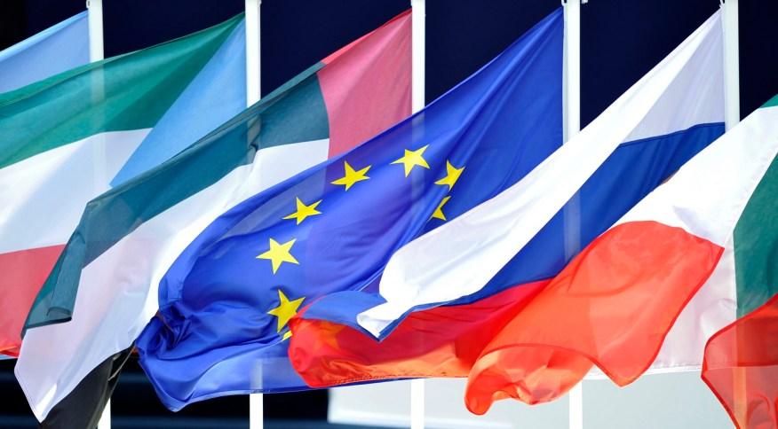 Bandeiras dos países do G20 no início da Cúpula das 20 principais economias mundiais em Cannes (03/11/2011)