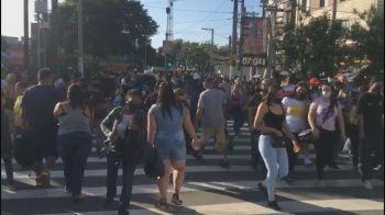 Pessoas se aglomeram em centros de compra no Brás, em São Paulo, sem máscaras