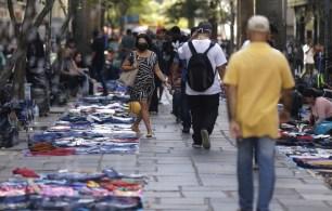 Além de deixar as compras para a última hora em busca de pechinchas, pesquisa mostra que intenção de gasto com alimentos e bebidas caiu 10% este ano, ante 2019