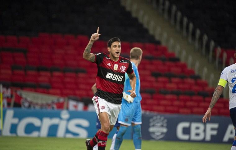 Jogadores do Flamengo em partida contra o Bahia