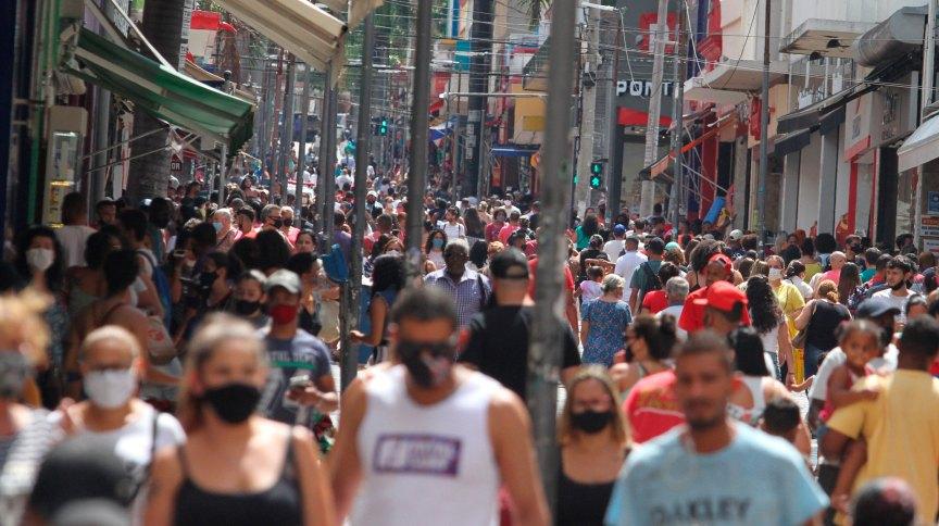 Movimentação na região central de Campinas, no interior de São Paulo, em meio à pandemia da Covid-19