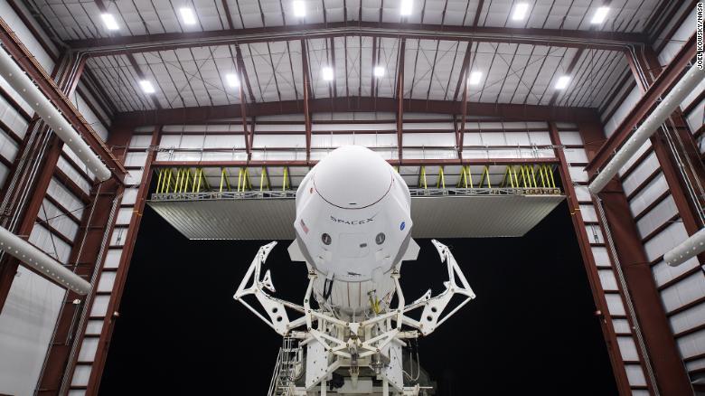 Espaçonave Dragon fará primeiro lançamento ao espaço tripulado privado da história
