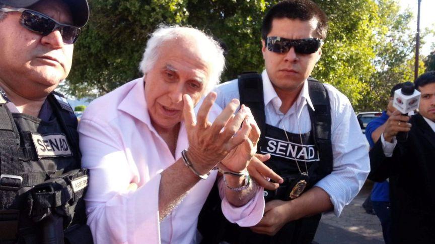 O médico Roger Abdelmassih no retorno ao Brasil em 2014, após ser preso durante fuga no Paraguai (20.ago.2014)