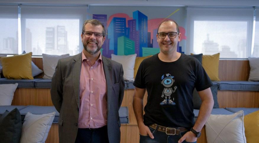 À direita, Dirceu Gardel, CEO da Boa Vista, ao lado de Dilson Sá, presidente da Acordo Certo