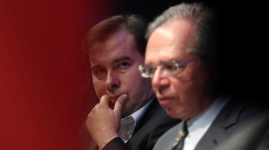 Presidente da Câmara, Rodrigo Maia, ao lado do ministro da Economia, Paulo Guedes