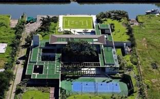Jogador do PSG promove desde sábado (26) uma festa para cerca de 500 convidados em mansão na Região da Costa Verde do Rio de Janeiro