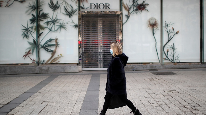 Loja da Dior na Champs Elysees, em Paris, fechada por conta do coronavírus (16.mar.2020)