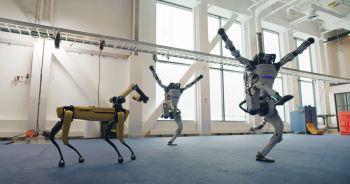 """Companhia de robótica mostrou quatro de seus robôs dançando totalmente coreografados com o hit """"Do you love me"""""""