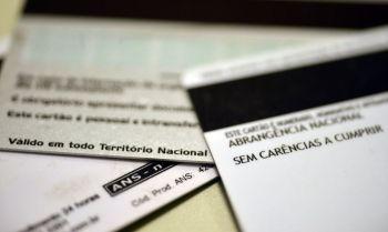 Boletim da agência mostra aumento de adesões e queda em internações por Covid-19