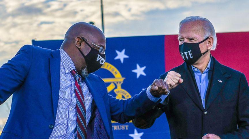 Raphael Warnock em comício com Joe Biden