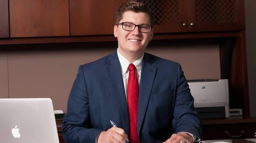 Jake LaTurner, deputado do Kansas pelo Partido Republicano, anunciou que testou positivo para Covid-19 horas depois de votar na Câmara