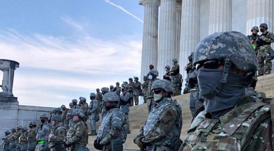 Polícia ocupou a escadaria do Capitólio durante protestos do Black Lives Matter.