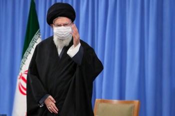 Inspetores da Agência Internacional de Energia Atômica (AIEA) terão acessos para verificar atividade nuclear iraniana. Medida pode possibilitar volta de diálogo