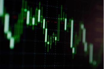 Apesar de uma tentativa de recuperação dos mercados, ainda prevaleceram as incertezas sobre a economia global