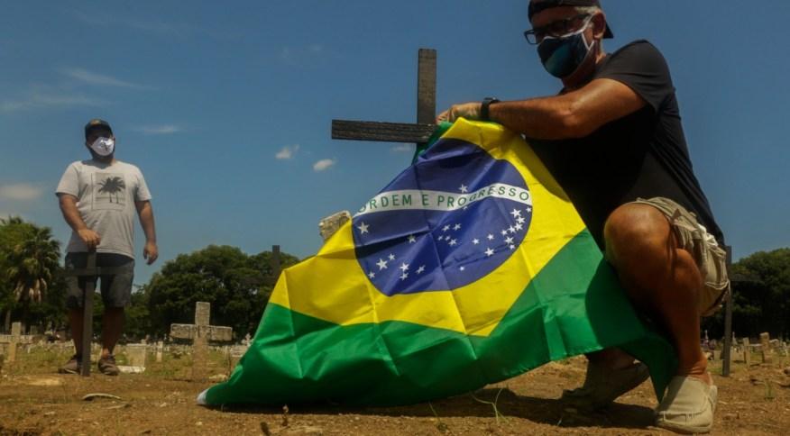 A ONG Rio de Paz protesta a respeito das 200 mil mortes pela Covid-19 no Brasil
