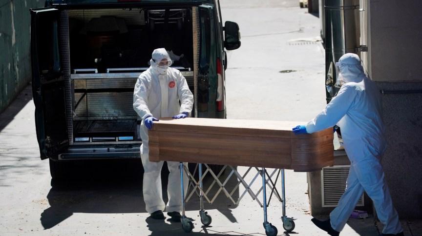 Espanha registrou 950 mortes por coronavírus; governo diz que curvas estabilizaram (2.abr.2020)