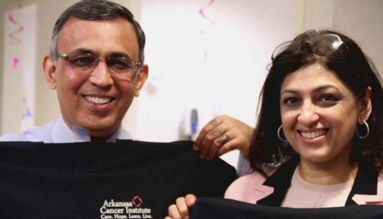 O oncologista Omar T. Atiq sua esposa Mehreen anularam mais de US$ 600 mil em dívidas médicas de ex-pacientes com câncer