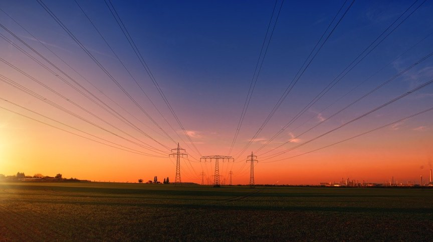 Postes de alta tensão para transmissão de energia elétrica