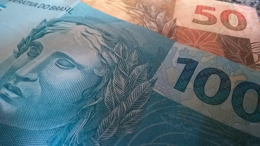 Cédulas de real: R$ 100 e R$ 50
