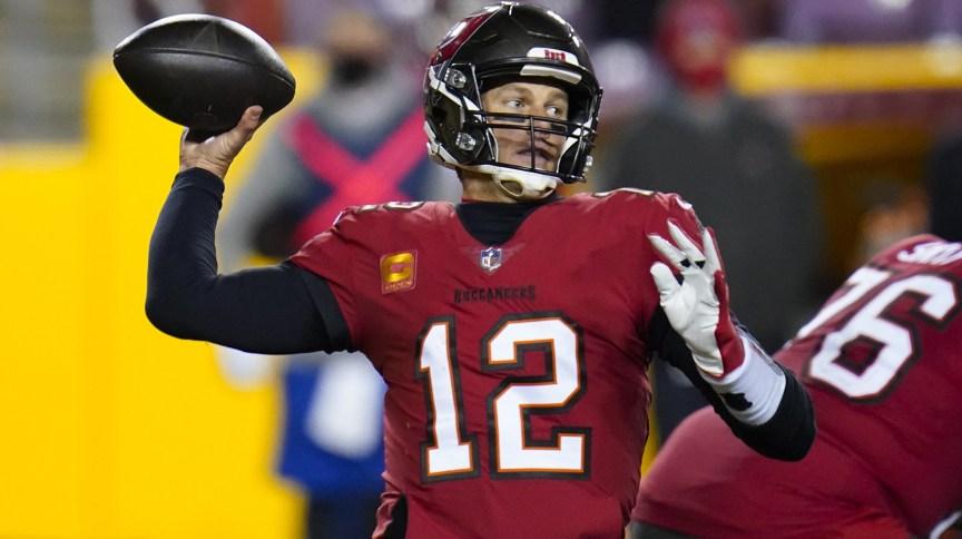 Tom Brady durante partida da NFL, jogando pelo Tampa Bay Buccaneers