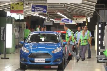 As fábricas brasileiras perdem mercado para as matrizes e outras subsidiárias por causa do custo Brasil, diz Luiz Moraes, presidente da Anfavea