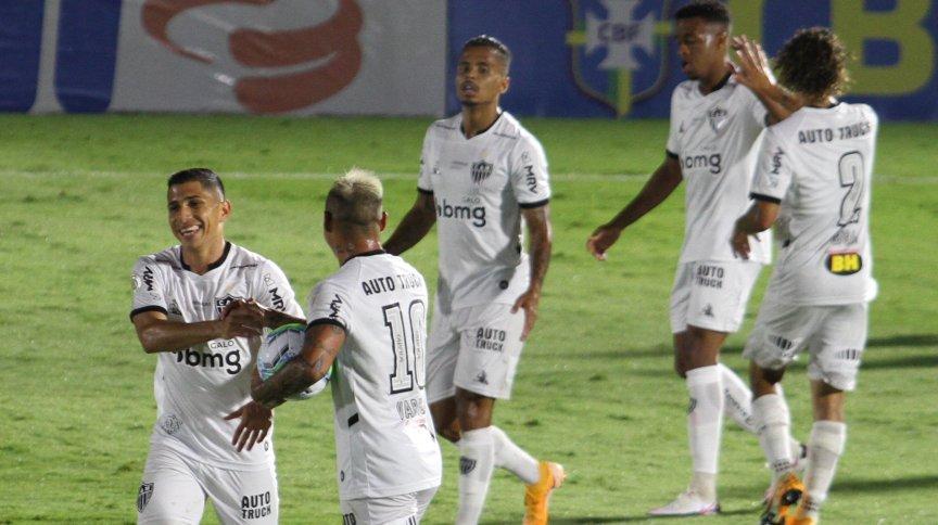 Jogadores do Atlético Mineiro comemoram gol durante empate com o Red Bull Bragantino (11.jan.2021)