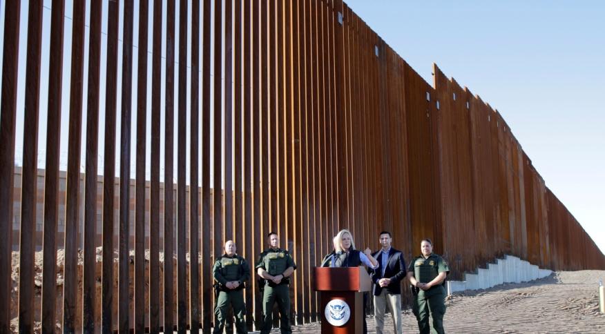 Muro da fronteira entre EUA e México, na cidade de Calexico, na Califórnia